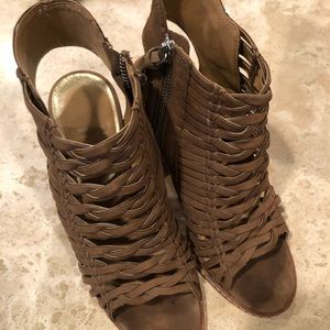 Gently used dolce vita sandals